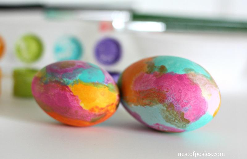 Watercolor Easter Eggs via @NestofPosies