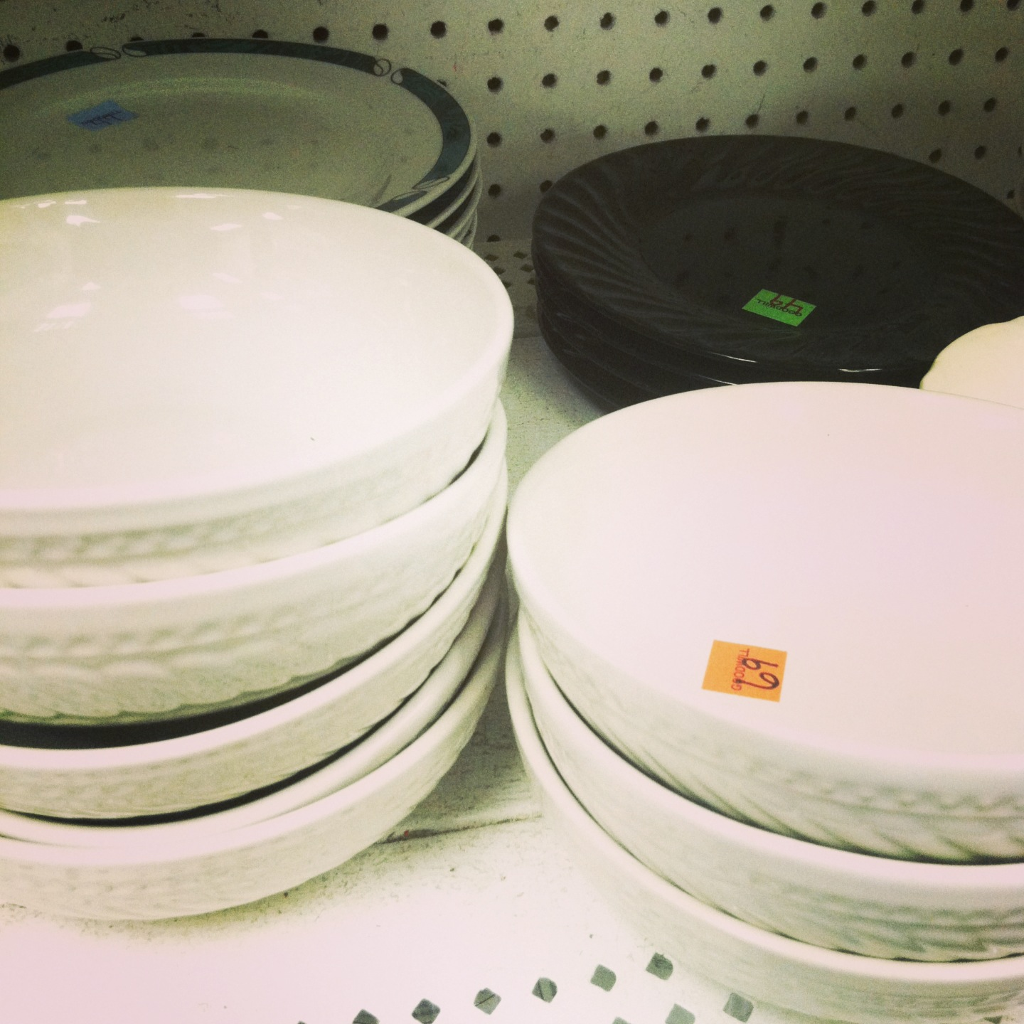 Look for shallow bowls in thrift stores to convert into #DIY nesting bowls via @NestofPosies