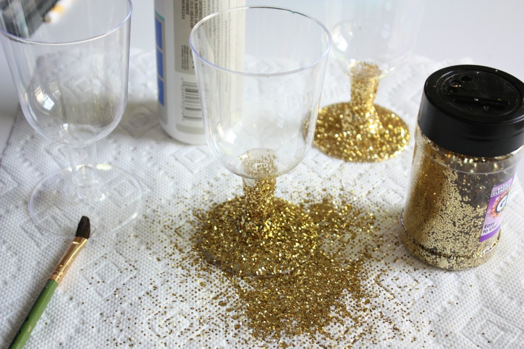 How to make Glitter Party Cups