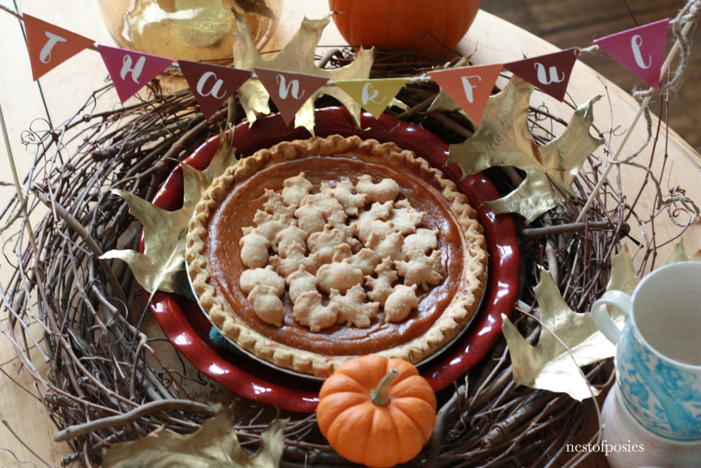 A creative way to style your pie or cake for Thanksgiving