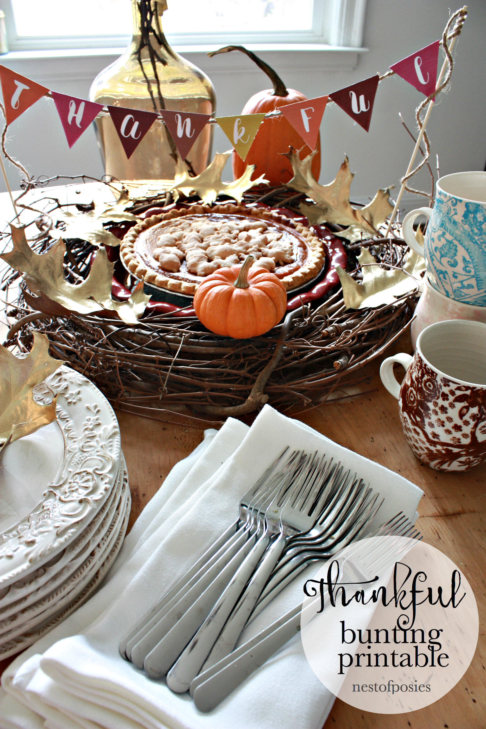 Thankful Bunting Printable to use on your Thanksgiving Table or Buffet.