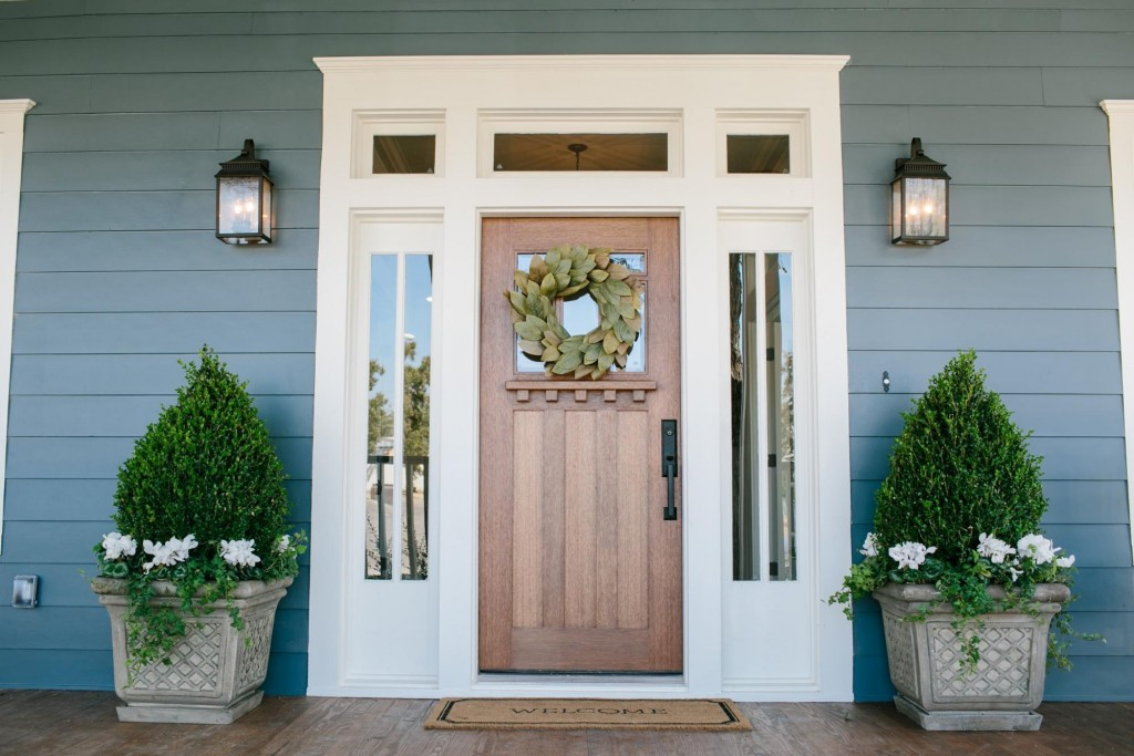 Fixer upper front porch and door ideas nest of posies for Door upper design