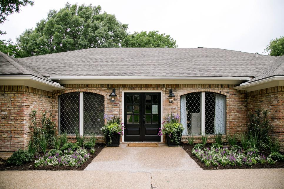 Curb appeal and landscaping ideas from fixer upper Curb appeal doors