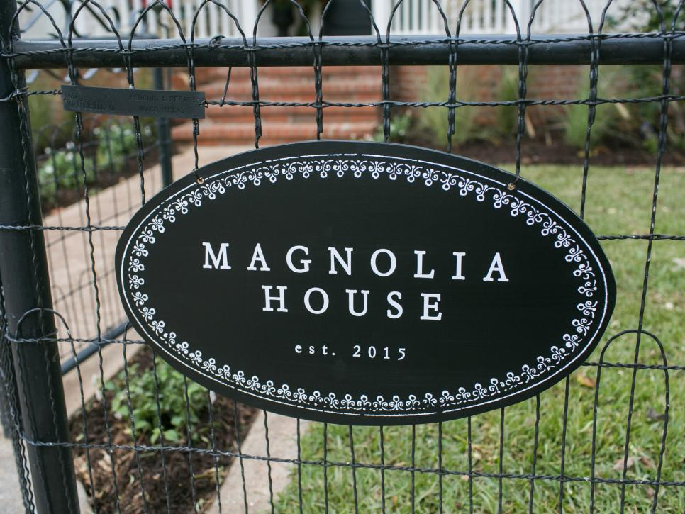 Curb appeal and landscaping ideas from fixer upper for Magnolia house bed and breakfast texas